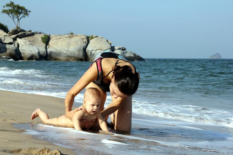 ребенок и волна