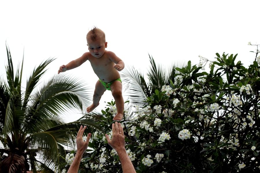 Подбрасывание ребенка в 9 месяцев