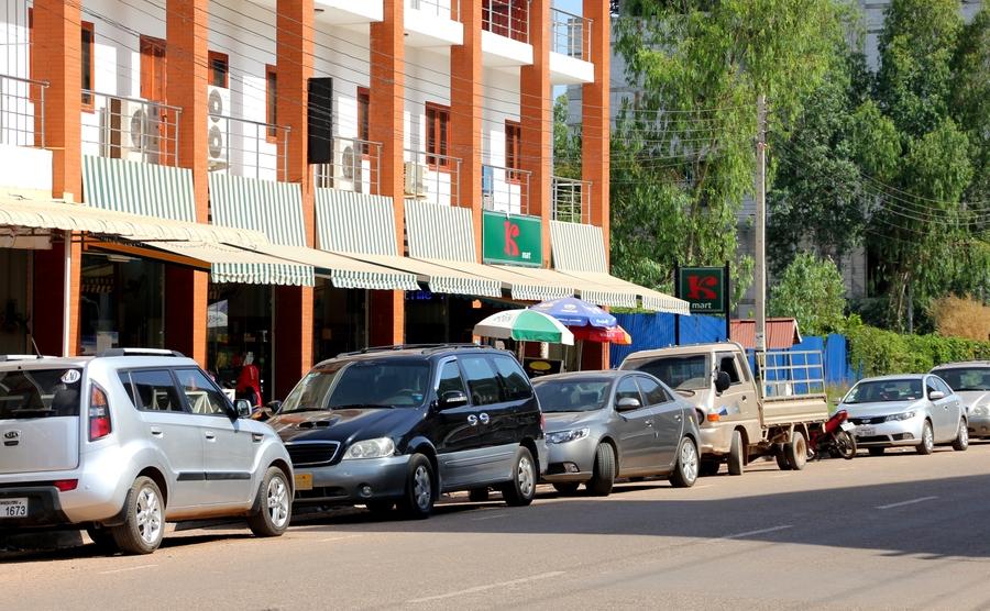 Продуктовый магазин в Лаосе