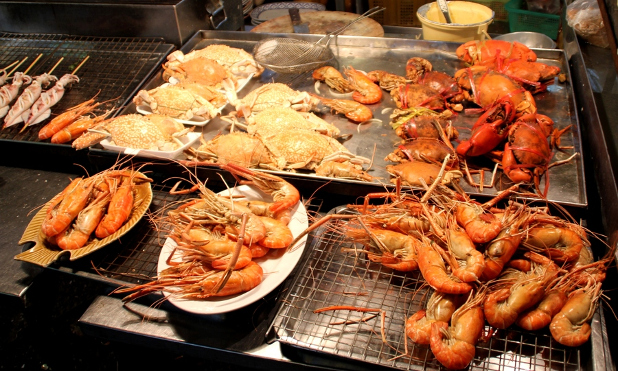 Морепродукты на ночном рынке в Хуа Хине