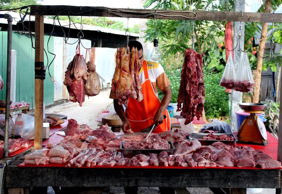 Мясо на тайском рынке