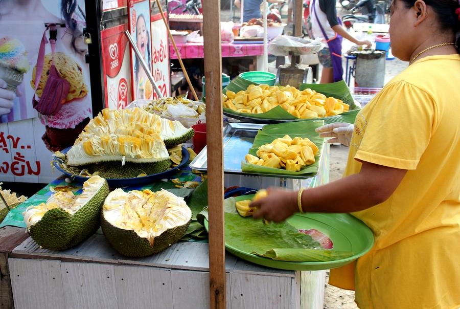 Джекфрукт на рынке в Таиланде