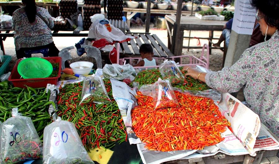 Перчики на рынке в Таиланде