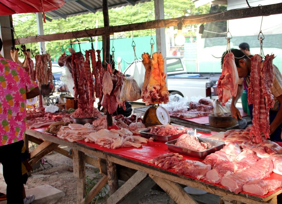 Мясо на рынке в Таиланде