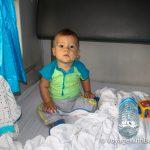 С ребенком в тайском поезде