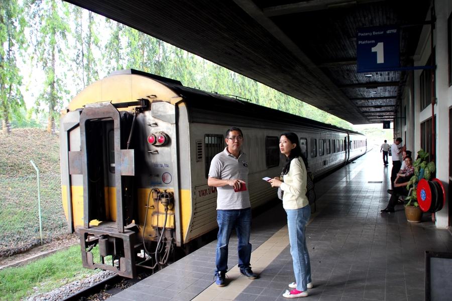 Поезд Баттервордс-Бангкок на границе