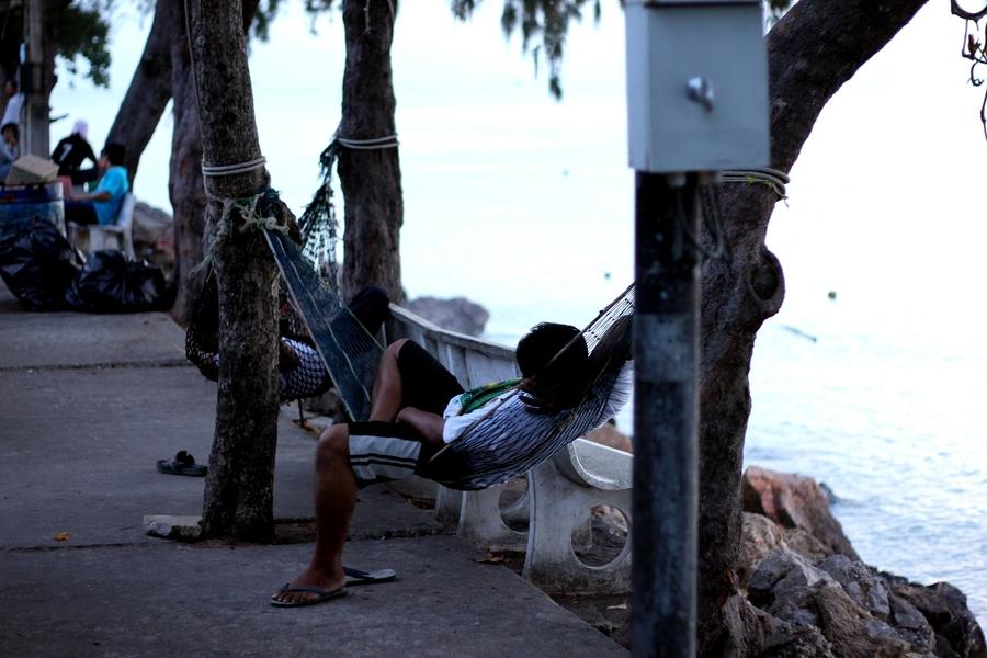 Тайцы спят в гамаках
