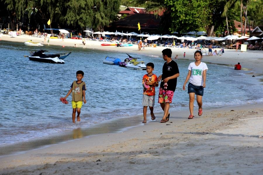 Тайские дети на пляже