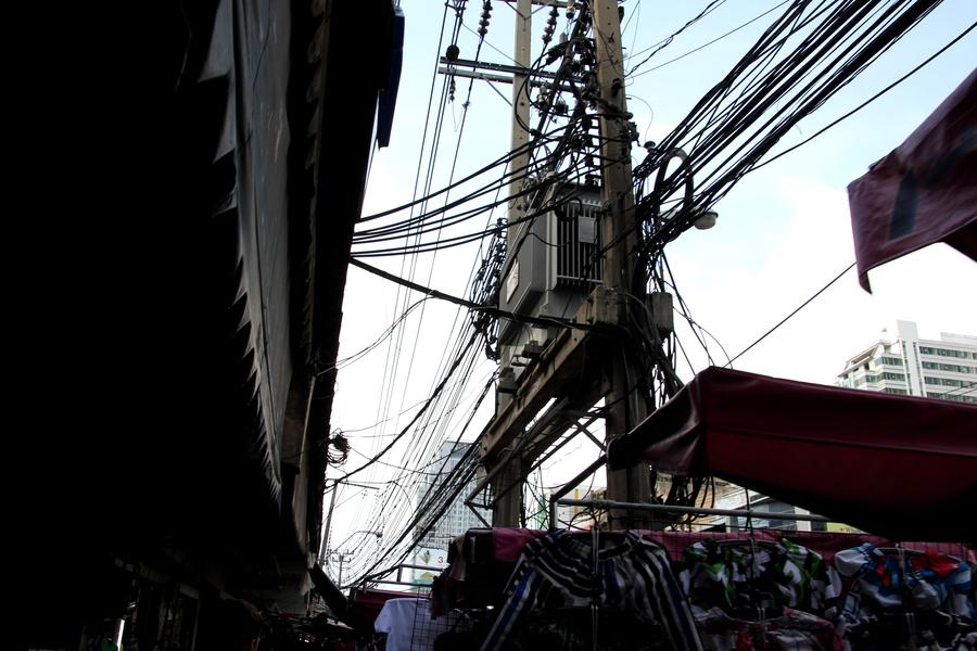 Паутина проводов в Бангкоке