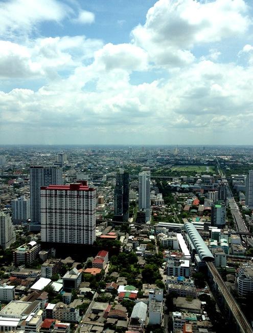 Вид на Бангкок из номера в отеле Baiyoke Sky Hotel