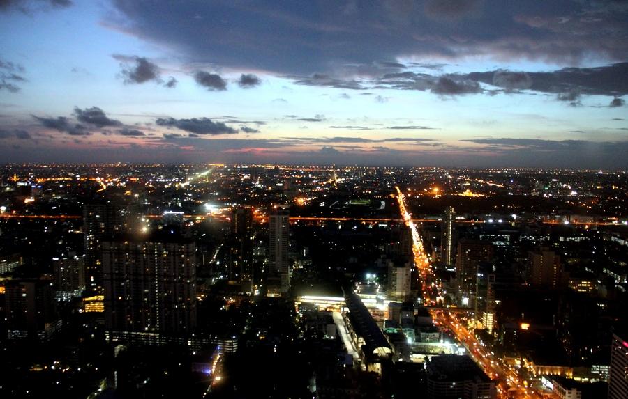 Вид на Бангкок с 61 этажа в Baiyoke Sky Hotel