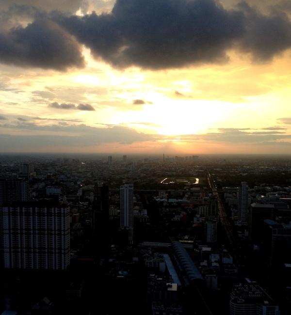 Вид на Бангкок из номера в Baiyoke Sky Hotel