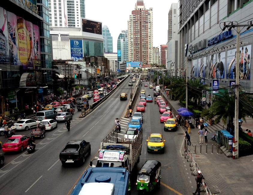 В Бангкоке много такси
