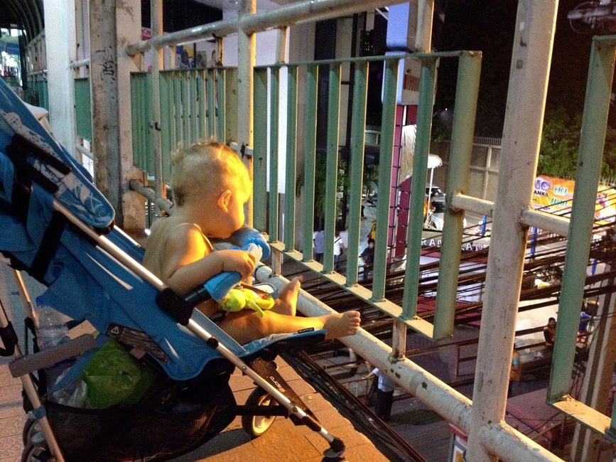 Маленький ребенок в Бангкоке