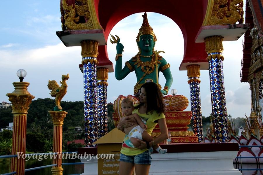 Храм Ват Плай Лаем (Wat Plai Laem) на Самуи