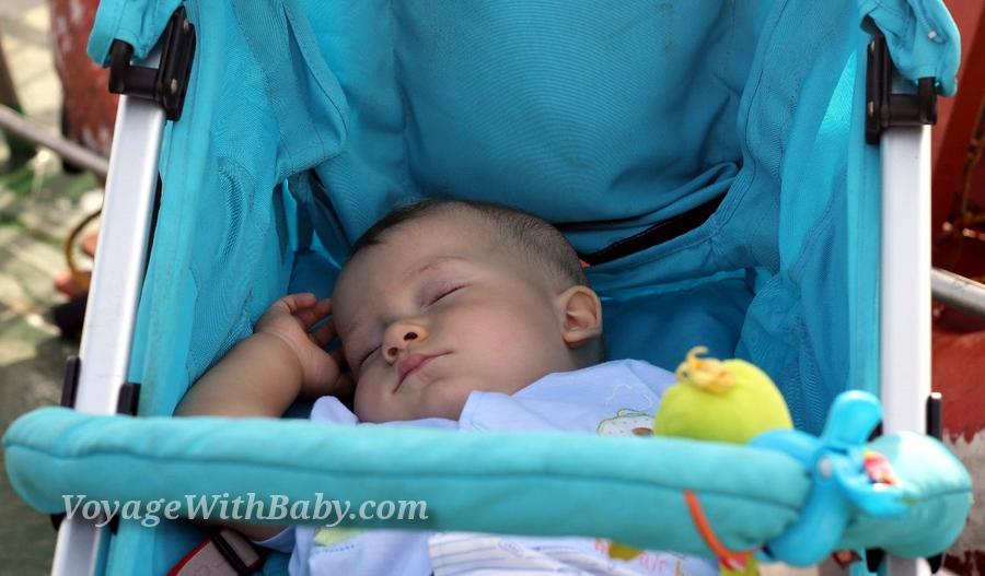 Мой малыш спит в колясочке