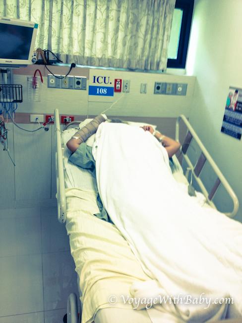 Мама в реанимации в Bangkok Hospital Samui