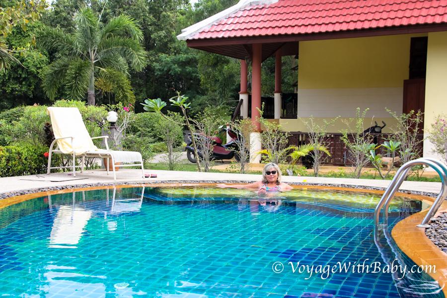 В Таиланде в бассейне