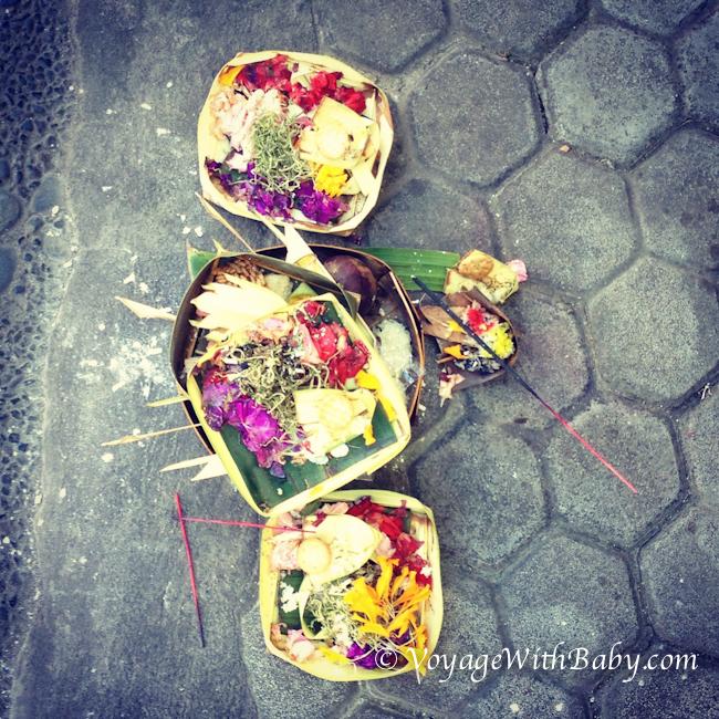 Корзинка с подношениями на Бали