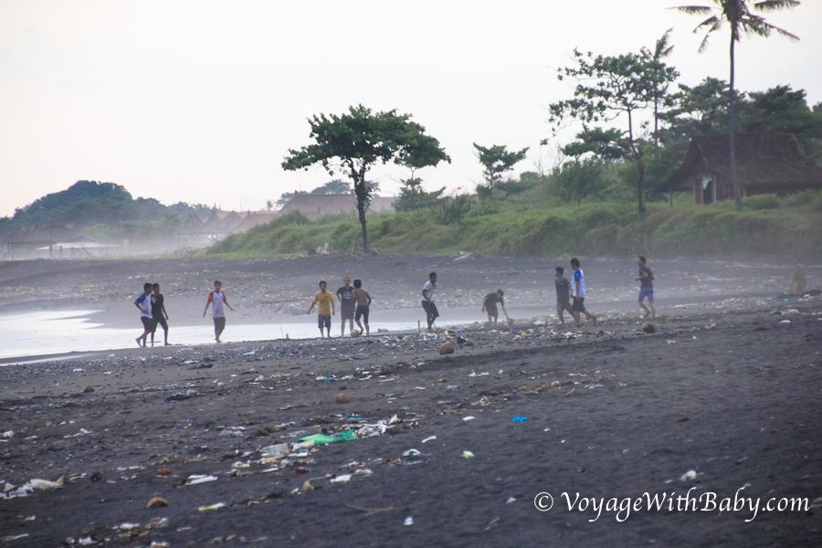 Мусор на пляже на Бали