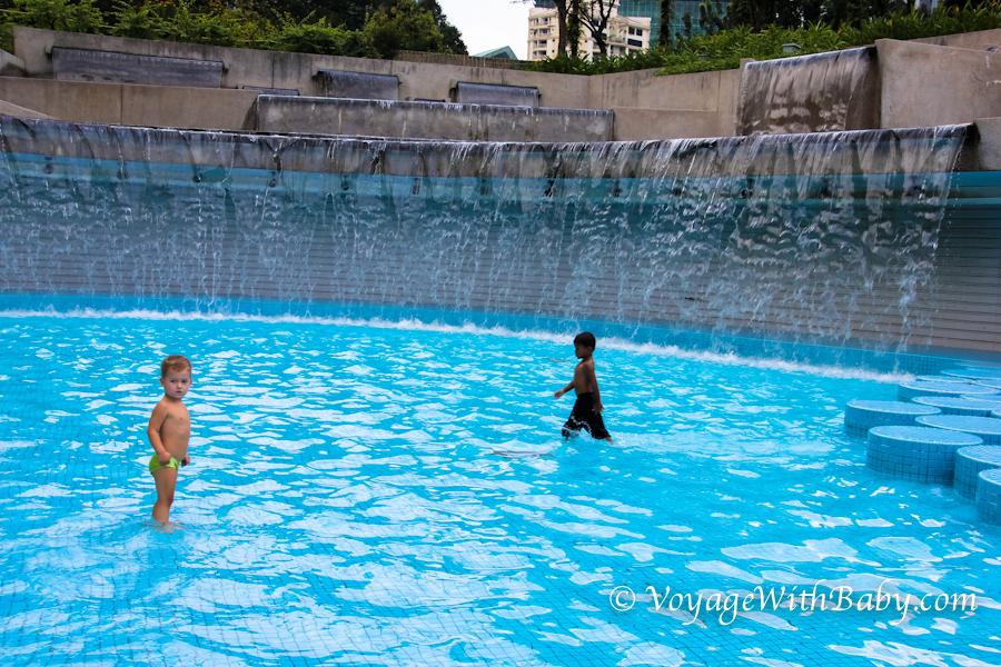 Детский бассейн в центральном парке в Куала Лумпуре