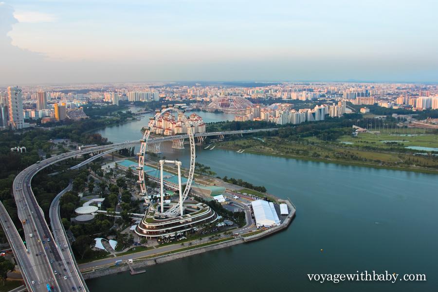 Вид на Сингапуре с обзорной площадки Marina Bay
