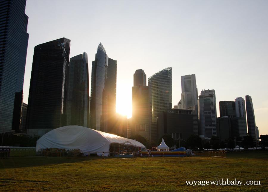 Закат в Сингапуре и небоскребы