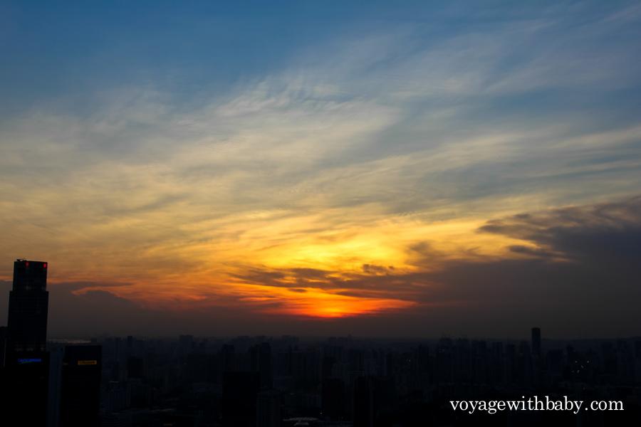 Вид со SkyPark в Сингапуре на закате
