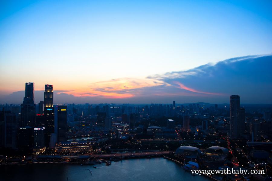 Сингапур с крыши отеля Марина Бэй Сэндс