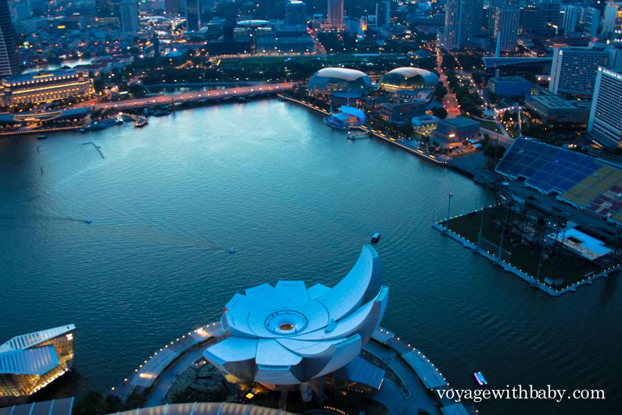 Вид со смотровой площадки СкайПарк в Сингапуре