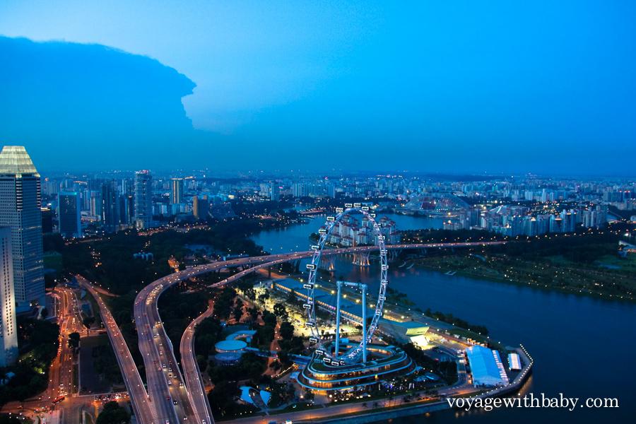 Вид со смотровой площадки отеля Marina Bay Sands