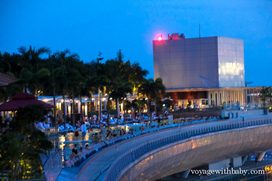 Бассейн в отеле Marina Bay Sands
