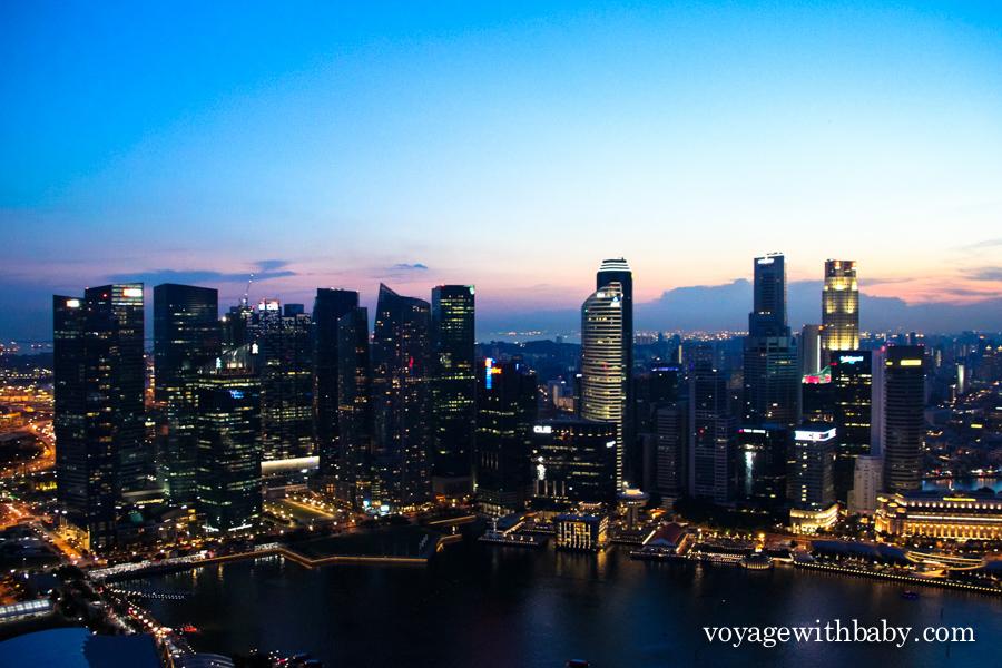 Небоскребы Сингапура вечером