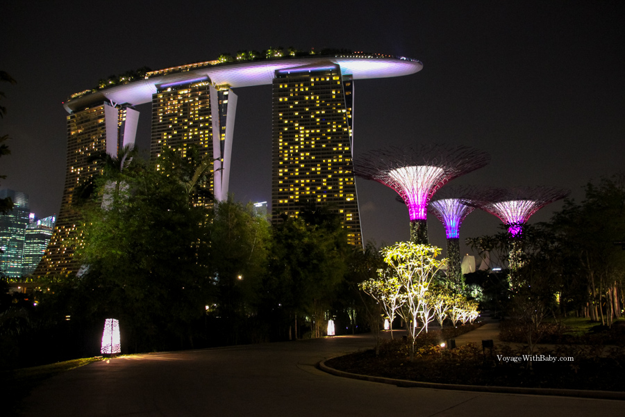 Вид на отель Marina Bay Sands с парка Gardens by the Bay