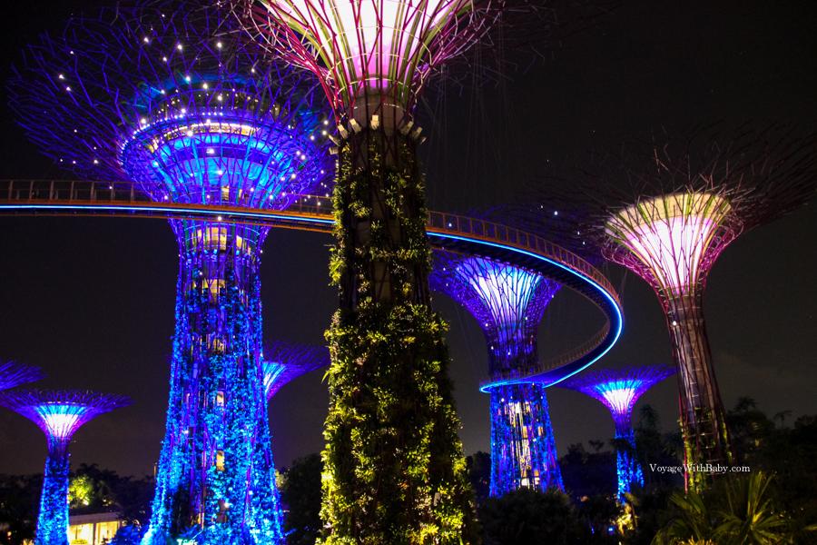 OCBC Skyway в Сингапуре ночью