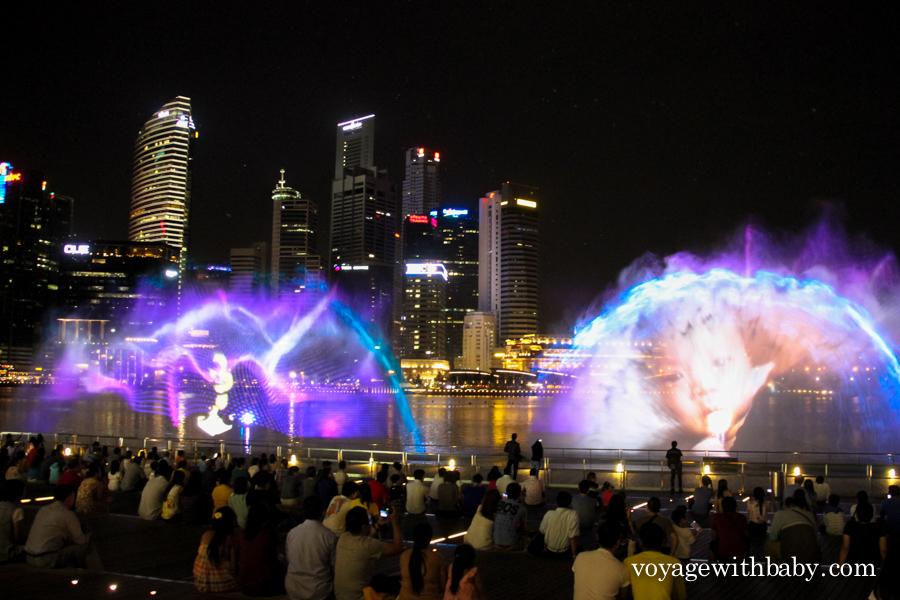 Wonder Full - лазерное шоу фонтанов около отеля Marina Bay Sands в Сингапуре