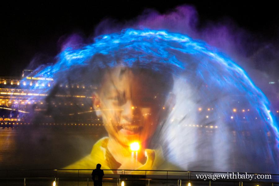 Лазерное шоу около отеля Марина Бэй