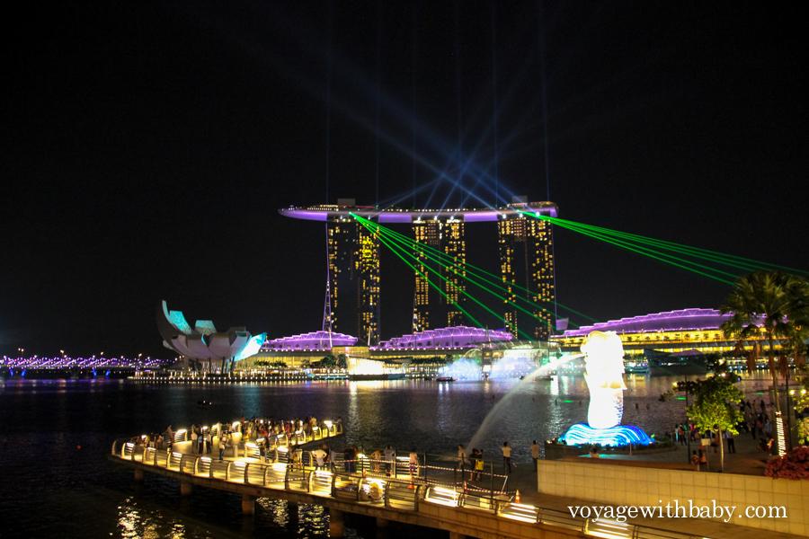Лазерное шоу в центре Сингапура
