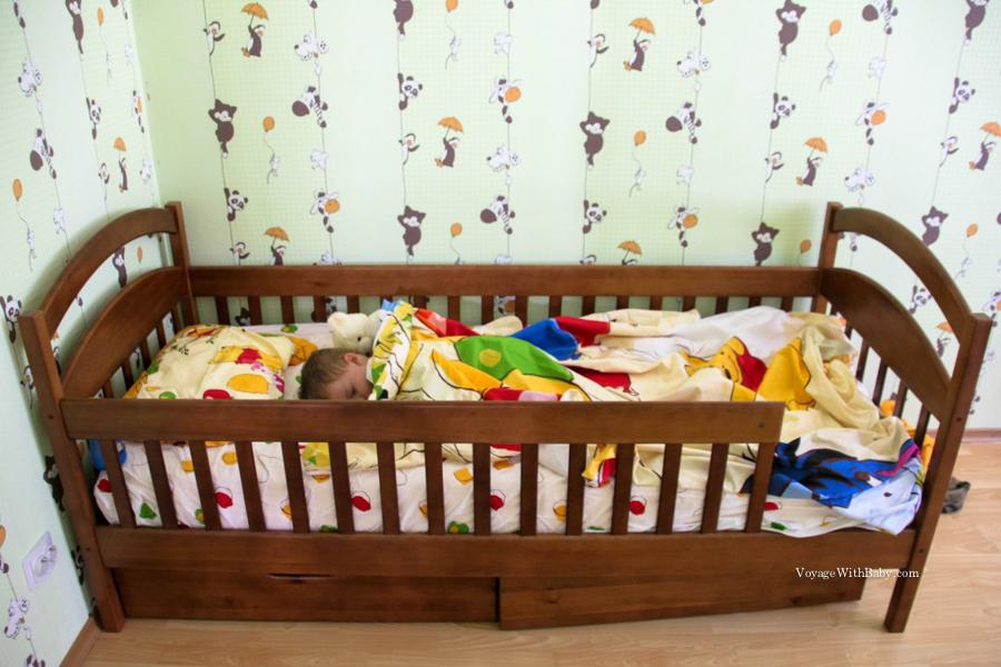Кровать для мальчика в 2 года