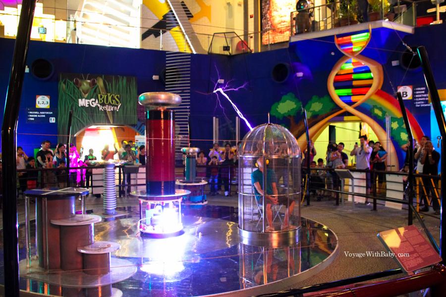 Катушка Тесла. Шоу в научном центре Сингапура