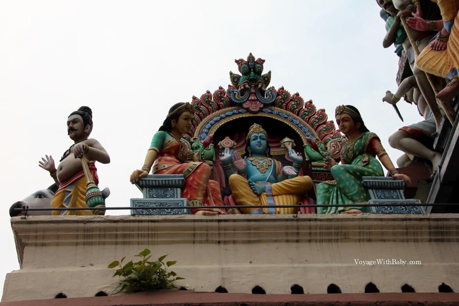 Индуистский храм Шри Мариамман в Сингапуре в китайском квартале