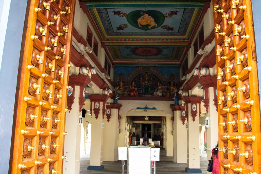 Индуистский храм Шри Мариамман в Чайна Тауне
