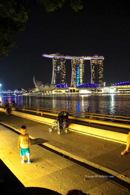 Прогулка по набережной в Сингапуре