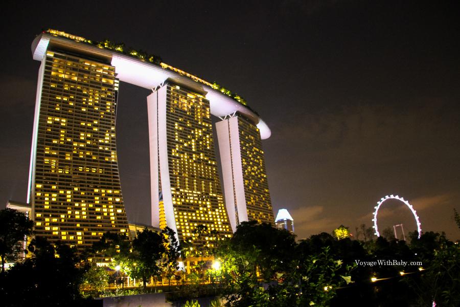 Отель Marina Bay Sands и колесо обозрения