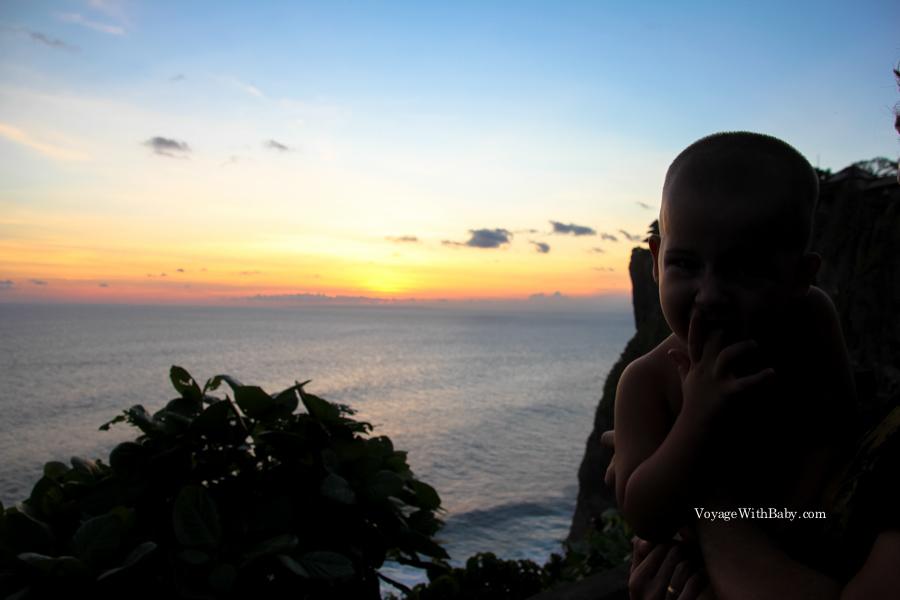 Ребенок в Улувату на закате
