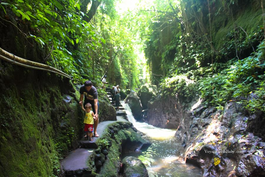 С ребенком на Бали