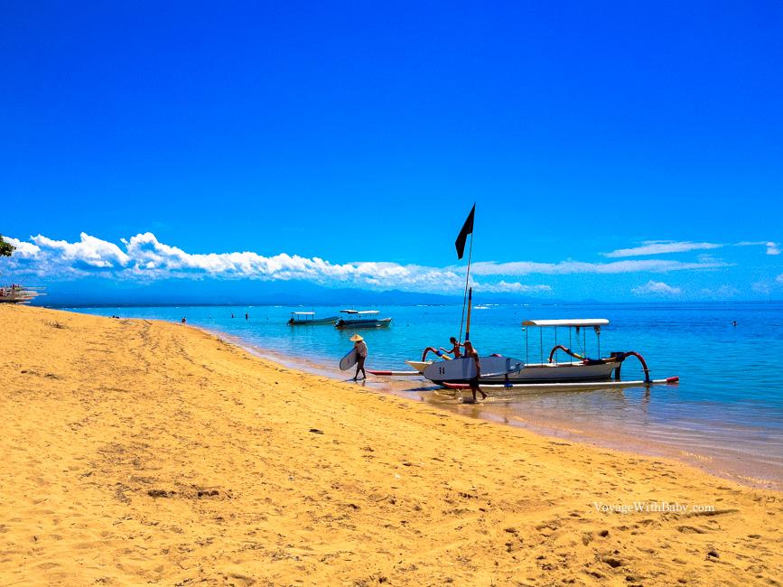 Пляж Санур на Бали днем
