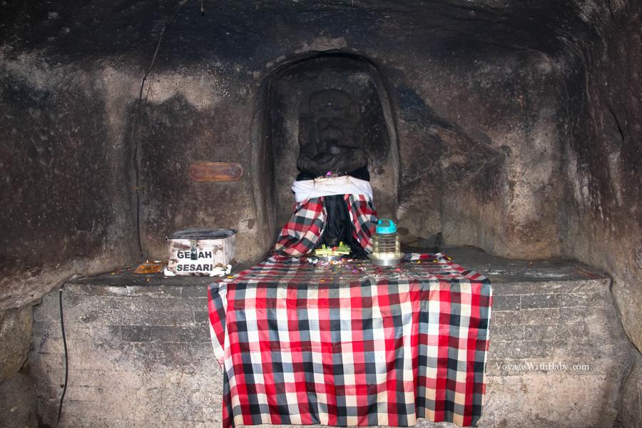 Статуя Ганеши в слоновьей пещере