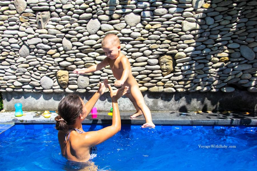 Дом с бассейном на Бали с ребенком
