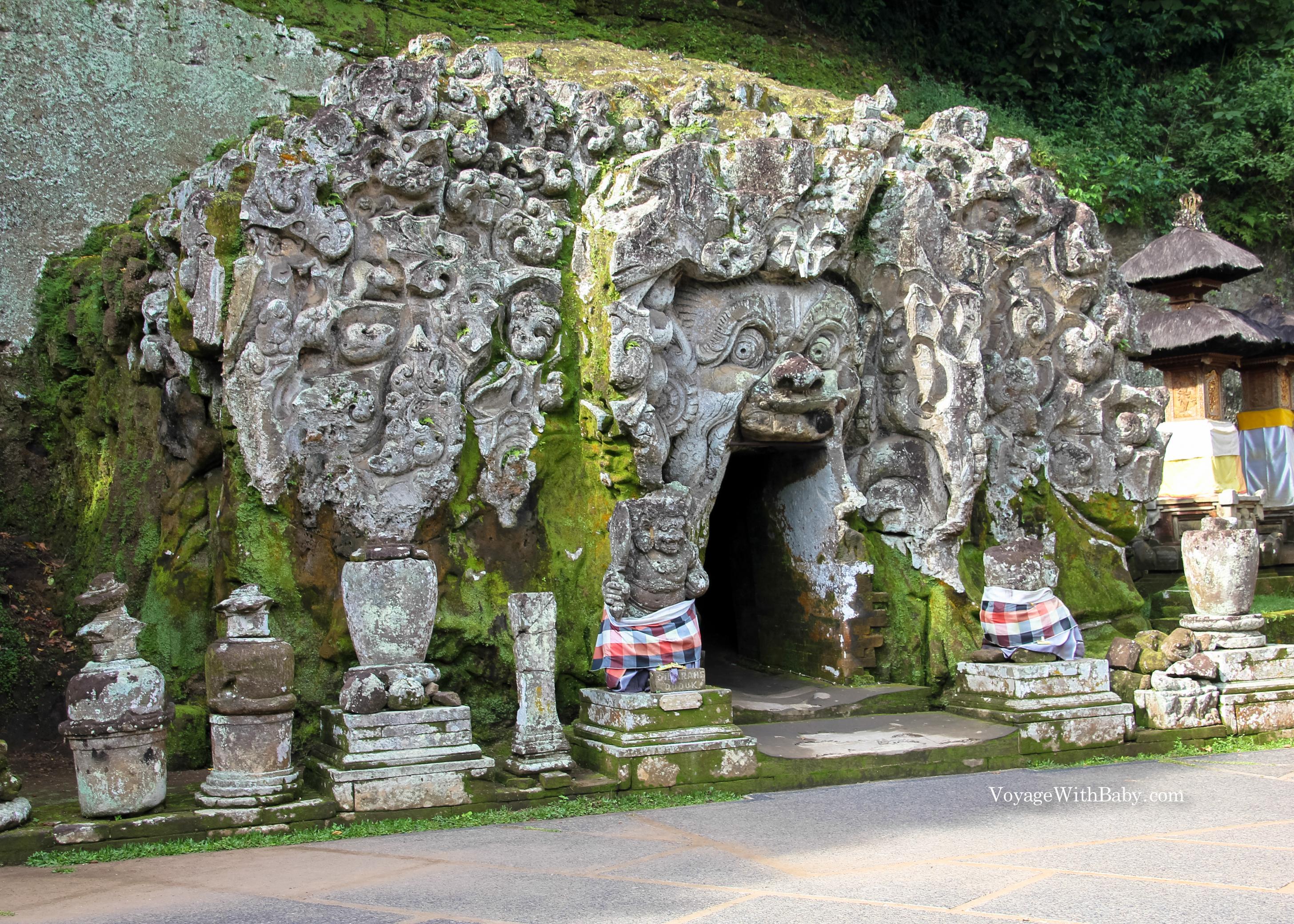 Слоновья пещера и храм Гоа Гаджа